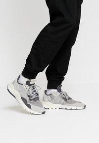 adidas Originals - NITE JOGGER - Trainers - grey five/grey one/grey two - 0