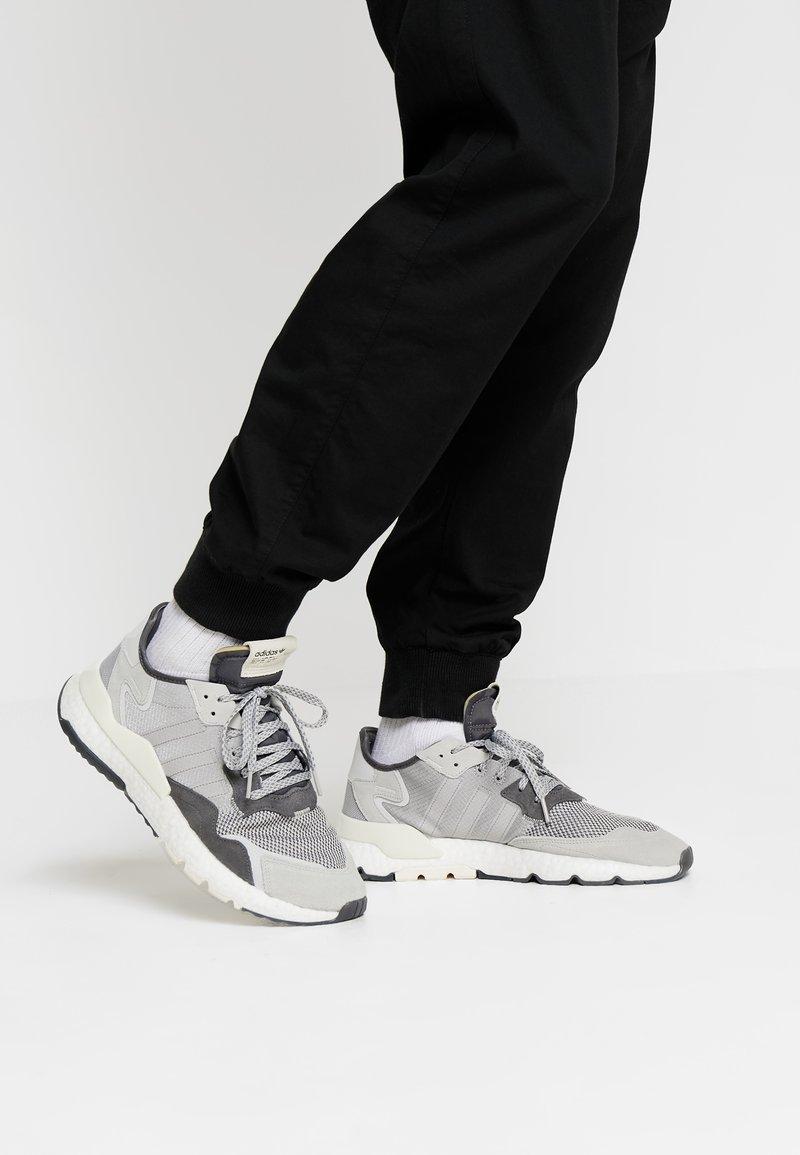 adidas Originals - NITE JOGGER - Trainers - grey five/grey one/grey two