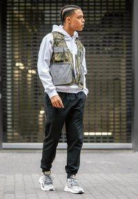adidas Originals - NITE JOGGER - Trainers - grey five/grey one/grey two - 7