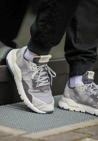 adidas Originals - NITE JOGGER - Trainers - grey five/grey one/grey two - 9