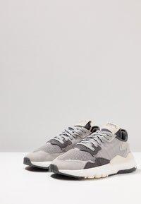 adidas Originals - NITE JOGGER - Trainers - grey five/grey one/grey two - 3