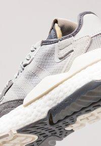 adidas Originals - NITE JOGGER - Trainers - grey five/grey one/grey two - 11