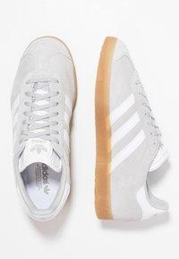 adidas Originals - GAZELLE - Sneakers laag - grey two/footwear white - 1