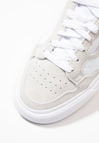 adidas Originals - CONTINENTAL VULC  - Matalavartiset tennarit - footwear white/crystal white - 5