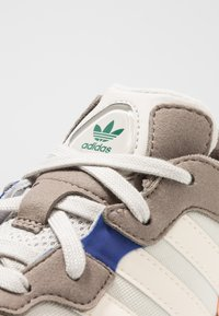 adidas Originals - YUNG-96 - Trainers - simple brown/ecru tint/clear brown - 5