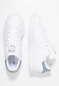 adidas Originals - STAN SMITH - Sneakers basse - footwear white/grey - 1