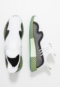 adidas Originals - DEERUPT - Sneakers laag - footwear white/core black/hi-res yellow - 1