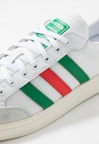 adidas Originals - AMERICANA - Baskets basses - footwear white/chalk white - 5