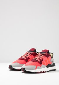 adidas Originals - NITE JOGGER - Sneakers laag - shock pink/shock red/grey two - 2