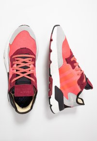 adidas Originals - NITE JOGGER - Sneakers laag - shock pink/shock red/grey two - 1