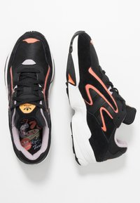 adidas Originals - YUNG-96 CHASM - Matalavartiset tennarit - core black/semi coral - 1