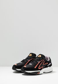 adidas Originals - YUNG-96 CHASM - Matalavartiset tennarit - core black/semi coral - 2