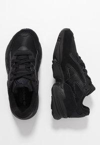 adidas Originals - YUNG-96 CHASM - Baskets basses - core black/carbon - 1