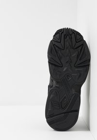 adidas Originals - YUNG-96 CHASM - Baskets basses - core black/carbon - 4