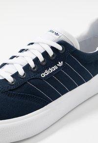 adidas Originals - 3MC - Sneakers basse - collegiate navy/footwear white - 5