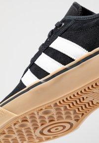 adidas Originals - ADI-EASE VULCANIZED SKATEBOARD SHOES - Sneaker low - core black/footwear white - 5