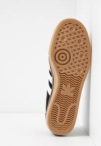 adidas Originals - ADI-EASE VULCANIZED SKATEBOARD SHOES - Sneaker low - core black/footwear white - 4
