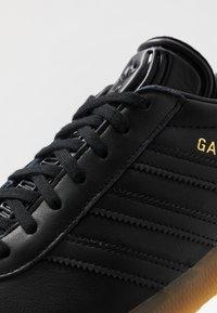 adidas Originals - GAZELLE - Tenisky - core black - 5
