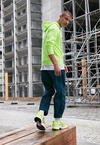 adidas Originals - EQT GAZELLE - Baskets basses - solar yellow/silver metallic/core black - 6