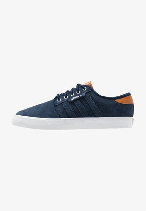 SEELEY - Sneaker low - collegiate navy/footwear white/tech coppper
