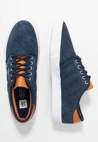 adidas Originals - SEELEY - Trainers - collegiate navy/footwear white/tech coppper - 1