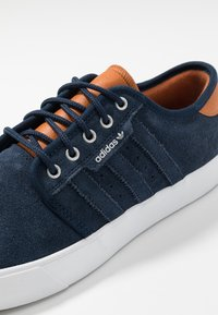 adidas Originals - SEELEY - Trainers - collegiate navy/footwear white/tech coppper - 5
