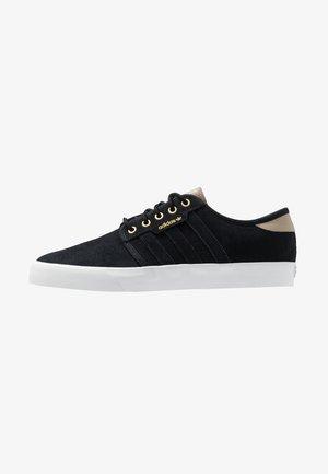 SEELEY - Trainers - core black/footwear white/trace khaki