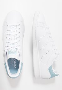adidas Originals - STAN SMITH STREETWEAR-STYLE SHOES - Trainers - footwear white/ash grey - 1