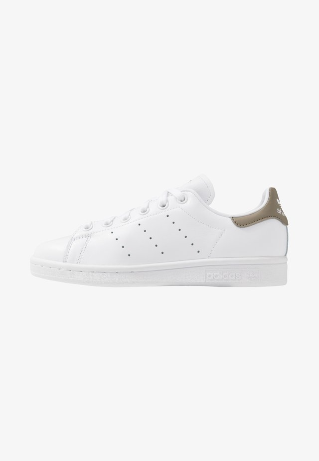 STAN SMITH STREETWEAR-STYLE SHOES - Zapatillas - footware white/trace cargo