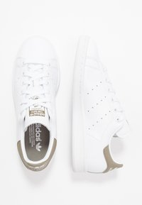 adidas Originals - STAN SMITH STREETWEAR-STYLE SHOES - Sneakers - footware white/trace cargo - 1