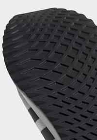 adidas Originals - U_PATH RUN - Baskets basses - white - 7