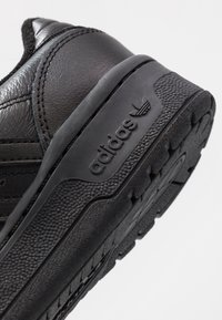 adidas Originals - RIVALRY - Matalavartiset tennarit - core black/footwear white - 5