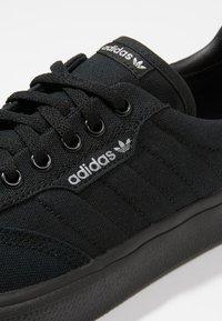 adidas Originals - 3MC VULCANIZED SKATEBOARD SHOES - Baskets basses - cblack/gretwo - 5