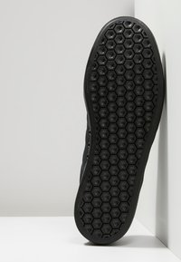 adidas Originals - 3MC - Sneakersy niskie - cblack/cblack/gretwo - 4