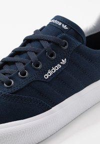 adidas Originals - 3MC - Sneakers laag - collegiate navy/footwear white - 5