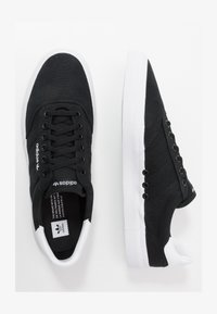 core black/footwear white