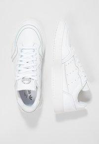 adidas Originals - SUPERCOURT - Sneakers basse - white/black - 1