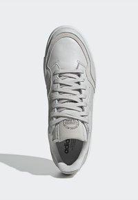 adidas Originals - SUPERCOURT - Zapatillas - grey one/crystal white - 2
