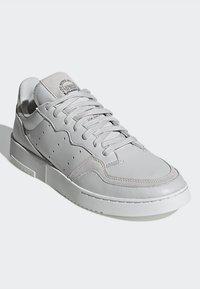 adidas Originals - SUPERCOURT - Zapatillas - grey one/crystal white - 3