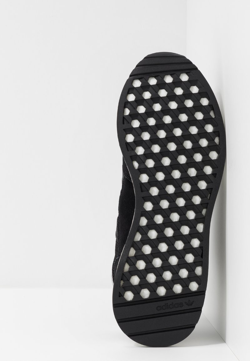 White Adidas Black Originals Marathon Core Basses TechBaskets footwear HWD2YIeE9b