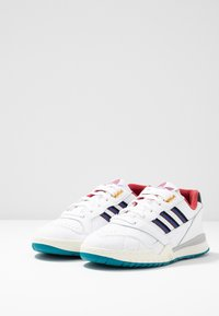 adidas Originals - A.R. TRAINER - Sneakers laag - footwear white/collegiate burgundy/collegiate royal - 2