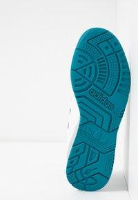 adidas Originals - A.R. TRAINER - Sneakers laag - footwear white/collegiate burgundy/collegiate royal - 4