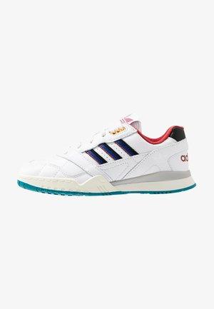 A.R. TRAINER - Sneaker low - footwear white/collegiate burgundy/collegiate royal