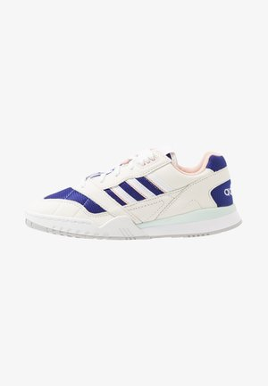 A.R. TRAINER - Sneakers - offwhite/footwear white/real purple