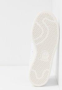 adidas Originals - STAN SMITH - Sneakersy niskie - footwear white/vapor pink/offwhite - 4