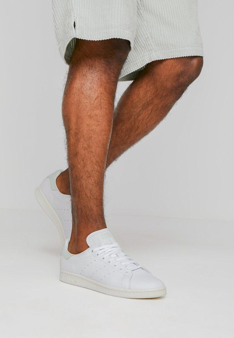 adidas Originals - STAN SMITH - Joggesko - footwear white/linen green/offwhite