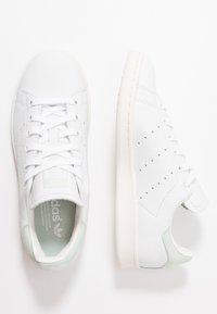 adidas Originals - STAN SMITH - Joggesko - footwear white/linen green/offwhite - 2
