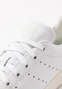adidas Originals - STAN SMITH - Joggesko - footwear white/linen green/offwhite - 8