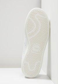 adidas Originals - STAN SMITH - Joggesko - white/dark blue - 4