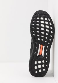 adidas Originals - ULTRABOOST - Sneakers - core black/glow green - 4